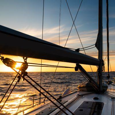 cena romantica en barco