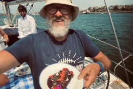 cenar en un velero